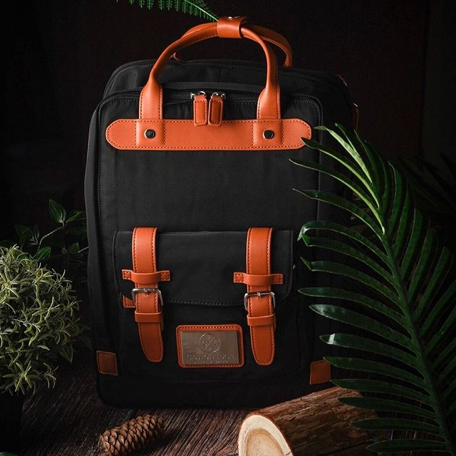 """Biten 15"""" Black-Brown has two open side pockets, perfect for water bottles and an internal padded sleeve that fits most 11""""-15"""" laptops. Available in four different colours.    (Photo via @makanwarrior) #AnywhereWithGL #GastonLuga #bitenblackbrown"""