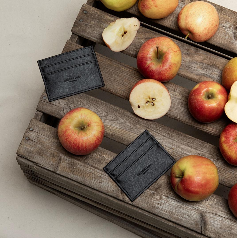 用苹果皮制作的卡夹